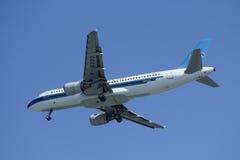 B-6303 Airbus A320-200 da linha aérea do sul de China Fotos de Stock