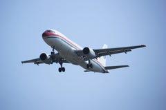B-6928 Airbus A320-200 de ligne aérienne orientale de la Chine Image stock