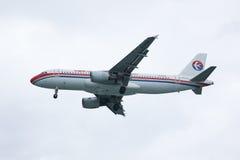 B-6796 Airbus A320-200 de ligne aérienne orientale de la Chine Images libres de droits