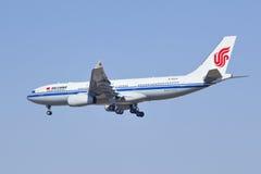 B-5933 Airbus A330-243 del aterrizaje de Air China en Pekín Fotos de archivo libres de regalías
