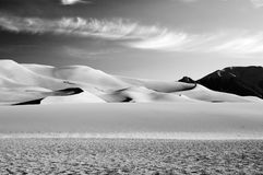 B&w de las dunas de arena Fotografía de archivo libre de regalías