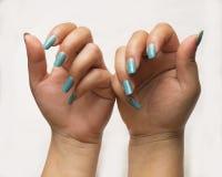 B autiful关闭年轻女人的手 免版税图库摄影