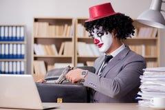 Błazenu biznesmen pracuje w biurze Obraz Royalty Free