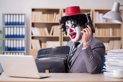 Błazenu biznesmen pracuje w biurze Obraz Stock