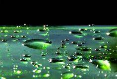 bąbli kropel szmaragdowej zieleni woda Obraz Stock