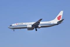 B-2690 Boeiing 737-800 som landar på Pekinghuvudstadflygplats Arkivbild