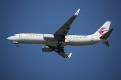 B-7590 Boeing 737-800 de ligne aérienne orientale de la Chine Images libres de droits