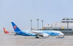 B-2735, 787-8 Boeing Dreamliner sur l'aéroport international capital de Pékin Photo stock