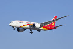 B-2723 Boeing 787-8 Dreamliner von Hainan Airlines-Landung in Peking, China Stockbilder