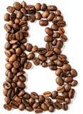 B-bokstav som göras från isolerade kaffebönor på vit bakgrund arkivbilder
