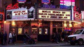 B célèbre B Le Roi Theatre sur des paysages urbains de Broadway Etats-Unis banque de vidéos