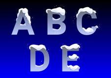 A, B, C, D, e-Buchstaben mit Schneekappen stockfotografie