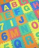 A, B, C, E, F, G y J mandan un SMS al piso de tejas del rompecabezas en el backgroun blanco Fotografía de archivo libre de regalías