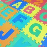 A, B, C, E, F, G y J mandan un SMS al suelo de baldosas del rompecabezas en el fondo blanco Imagenes de archivo
