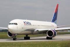 B767 Delta Airlines Arkivbild