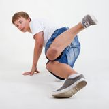 B-garçon breakdancing sur le blanc Photographie stock