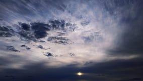 b??kitne niebo bia?e chmury Natura desktops Krajobraz wallpapers zdjęcia royalty free