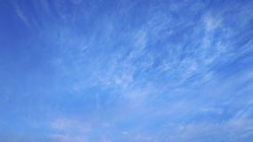 b??kitne niebo bia?e chmury Natura desktops Krajobraz wallpapers obrazy royalty free