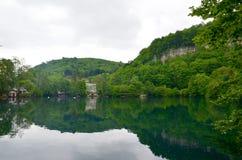 B??kitny jezioro w Kabardino-Balkaria, Kaukaz, Rosja obrazy stock