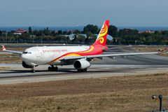 B-LNW Hong Kong Airlines Cargo, Luchtbus A330-243F stock foto's