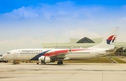 B737 Malaysia Airlines на KLIA стоковые фотографии rf