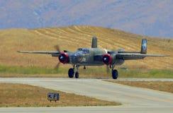 B-25 Mitchell bombowiec przybycie wewnątrz dla lądować Obraz Royalty Free