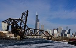 B- & nolla-Chicago slutlig bro arkivfoton