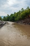 Błotnista rzeka przy lato sezonem Obrazy Stock