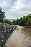 Błotnista rzeka przy lato sezonem Zdjęcie Royalty Free