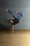 B-pojke dansare Arkivbild