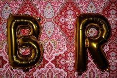 B- & r-ballonger på tapeten arkivbilder