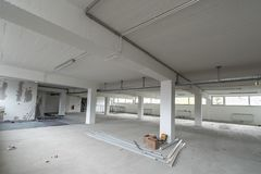 B?ro-Raum ist unter Erneuerung oder im Bau stockfotografie