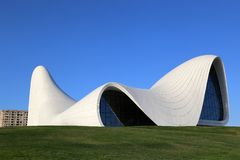 B?timent central culturel baptis? du nom de Heydar Aliyev, architector Zaha Hadid photos stock