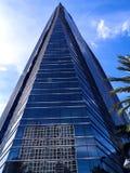 B?timents de district des affaires avec un fond de ciel bleu images stock