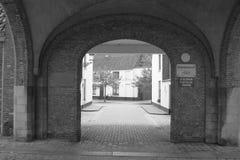 B u. w-Kopfstein-europäische Stadt-Straße Lizenzfreie Stockfotos