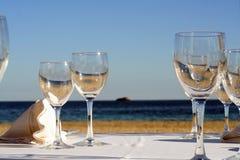 <b>Un vidrio del mar y de Sun</b> Imagen de archivo libre de regalías