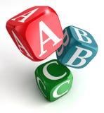 A, B und C auf rotem, blauem und grünem Kasten Lizenzfreies Stockbild