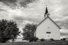 B&W av kyrkan för gammalt land Royaltyfria Foton