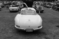 B&w estupendo clásico de la vista posterior del coche de deportes de Mercedes Fotos de archivo