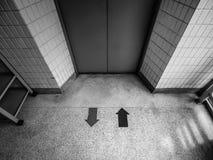 B&W la entrada del elevador imagen de archivo libre de regalías