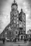 B&W Mariacki教会在克拉科夫,波兰 免版税图库摄影