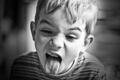 B&W-Porträt des Jungen Stockbilder