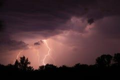 Błyskawica z dramatycznymi chmurami Zdjęcie Royalty Free