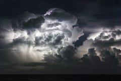 Błyskawicowa burza nad Atlantyk zdjęcia stock