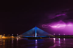 Błyskawicowa burza nad Królewskim mostem Zdjęcie Stock
