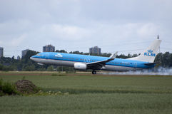 B737 of klm touchdown Royalty Free Stock Images