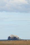 Baß-Felsen, Förde von weiter, Schottland Stockbild