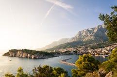 Baía adriático de Makarska da praia, Croácia Fotos de Stock Royalty Free