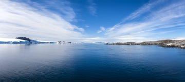 Baía antártica de Paradis do panorama Imagem de Stock Royalty Free