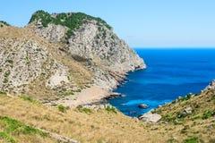 Baía bonita Cala Figuera da praia no cabo Formentor em Mallorca S imagens de stock royalty free